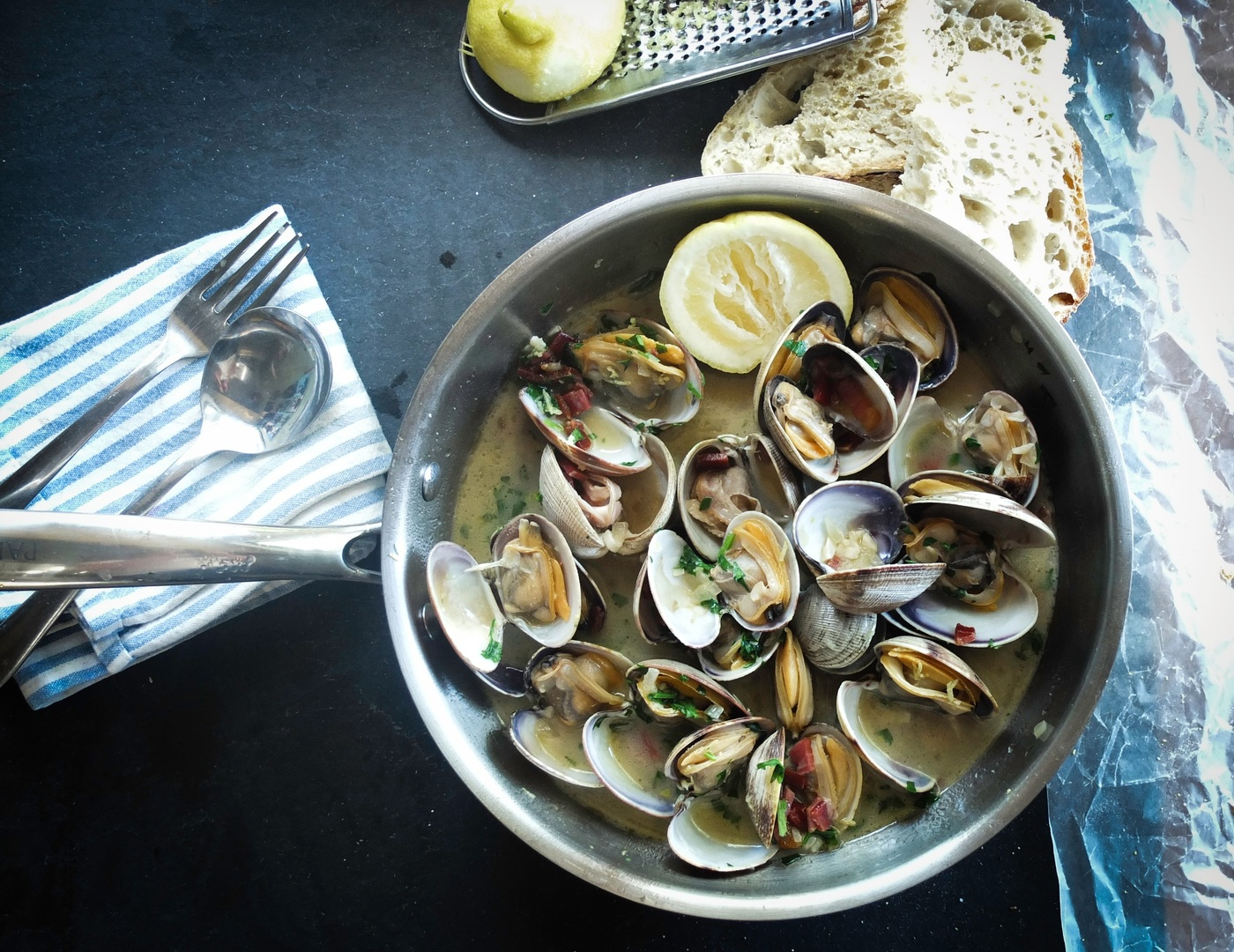 Frutos do mar: panela de mexilhões
