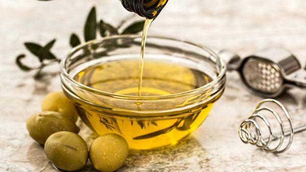Gordura insaturada é encontrada em óleos vegetais e nozes