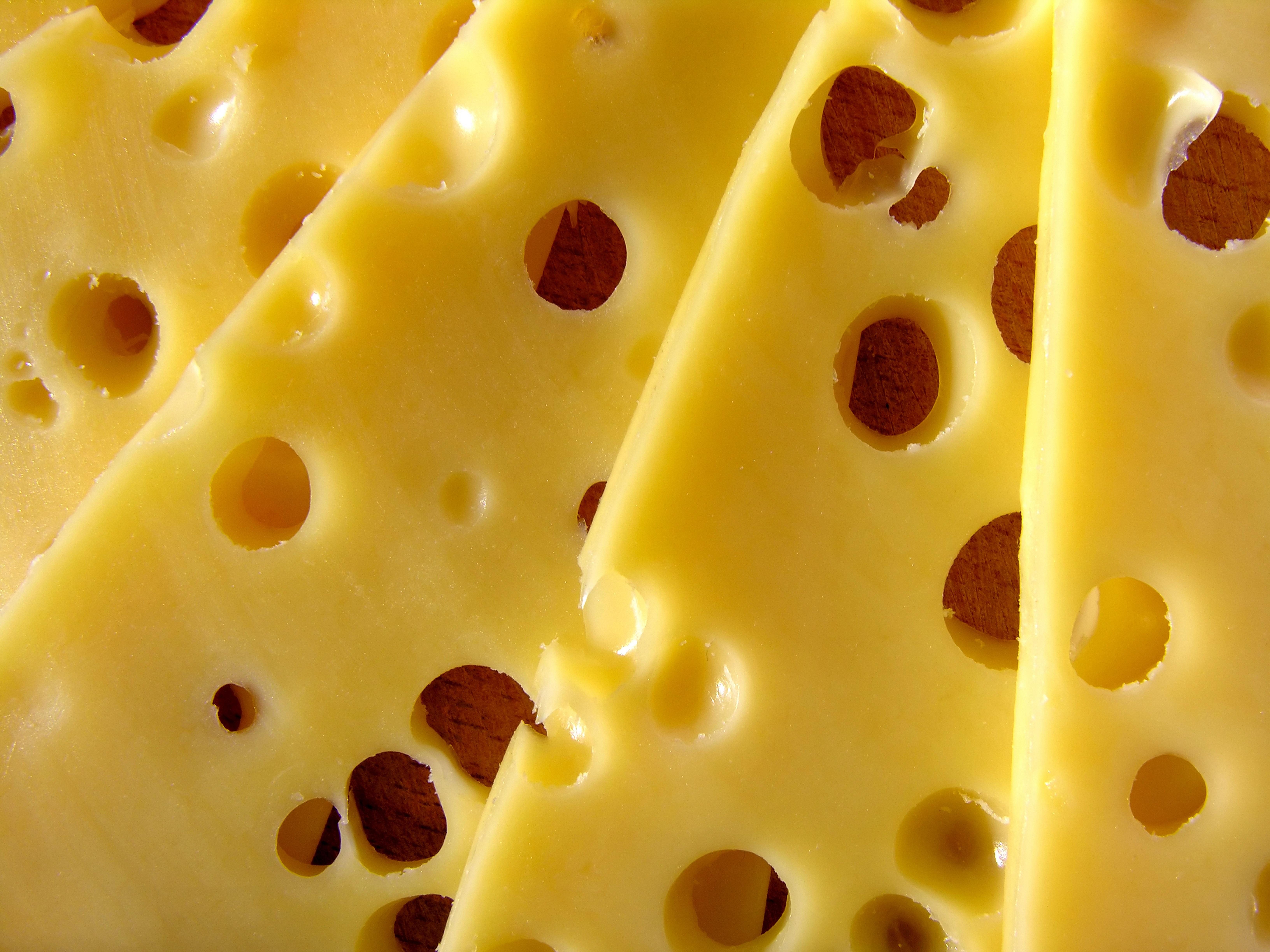 O queijo emmental é conhecido pelos furos