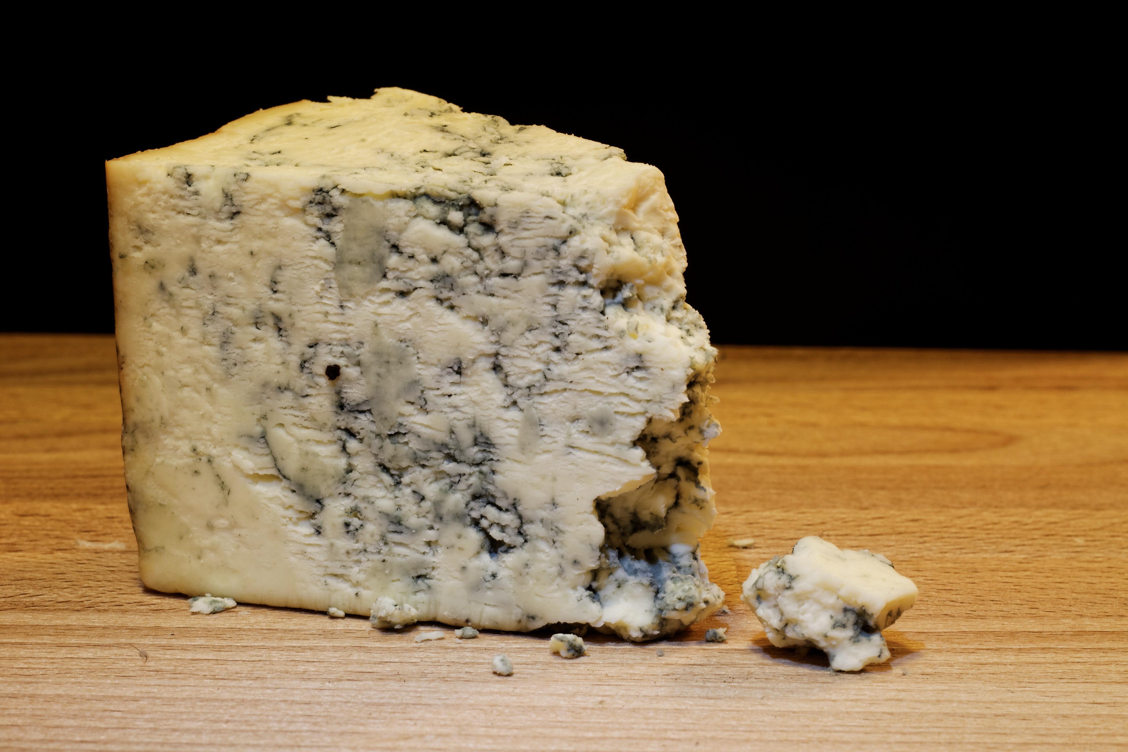 O queijo roquefort é produzido apenas na França