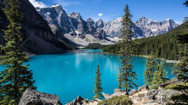 Lago é uma depressão natural na superfície e quantidade variável de água