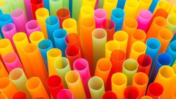 Plástico leva até 400 anos para se decompor e prejudica o meio ambiente