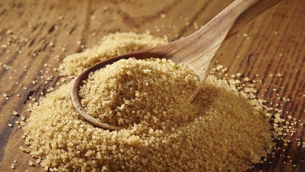 Açúcar demerara não é refinado e contém grande quantidade de melaço