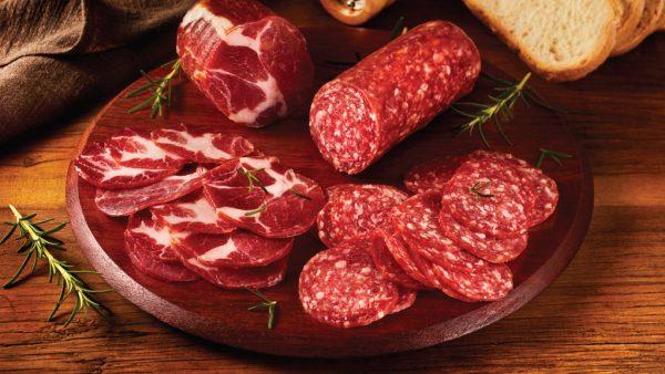 Salame tem origem italiana e costuma ser feito com carne suína ou bovina