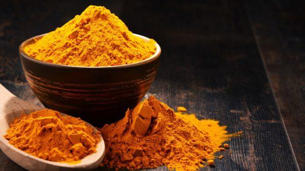 Cúrcuma é planta de propriedades farmacológicas e utilização variada