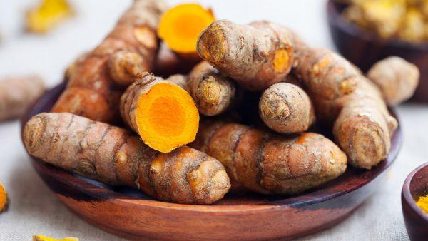 Açafrão é rico em minerais e vitaminas e tem boa produção no Brasil