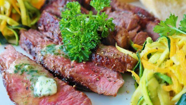 Marinada é tempero ideal para proporcionar maciez e sabor às carnes
