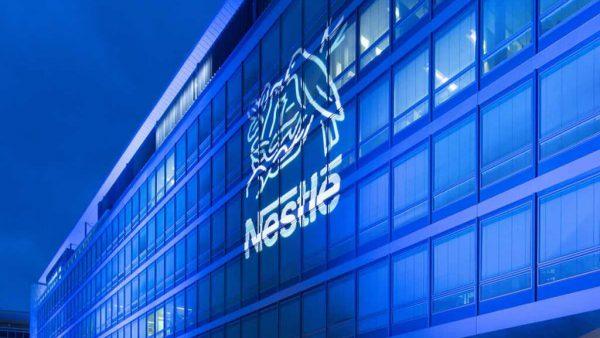 Nestlé é uma empresa suíça transnacional que atua no setor alimentício