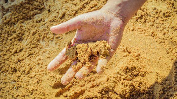 Solo arenoso, como o nome indica, é composto por cerca de 70% de areia