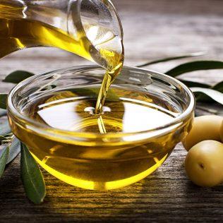 Azeite de oliva tem azeitona como base e é popular no mundo todo