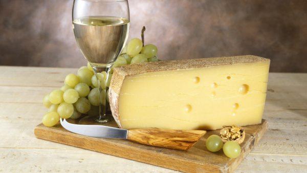 Queijo gruyère é um queijo suíço que existe desde o século XII