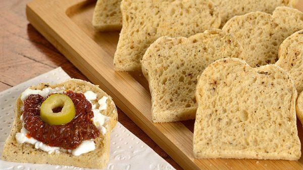 Torrada é saborosa e permite o aproveitamento do pão envelhecido