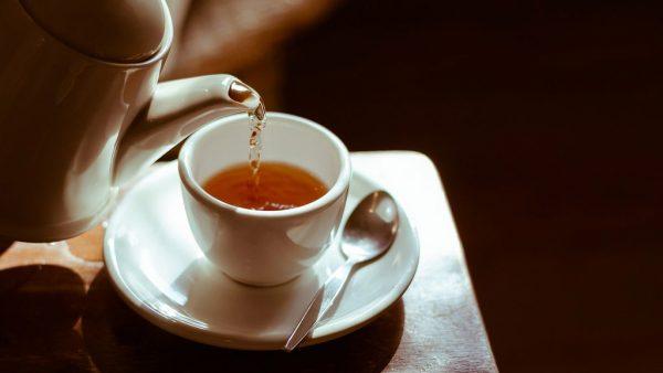 Chás para desinchar: 7 boas opções de chás diuréticos