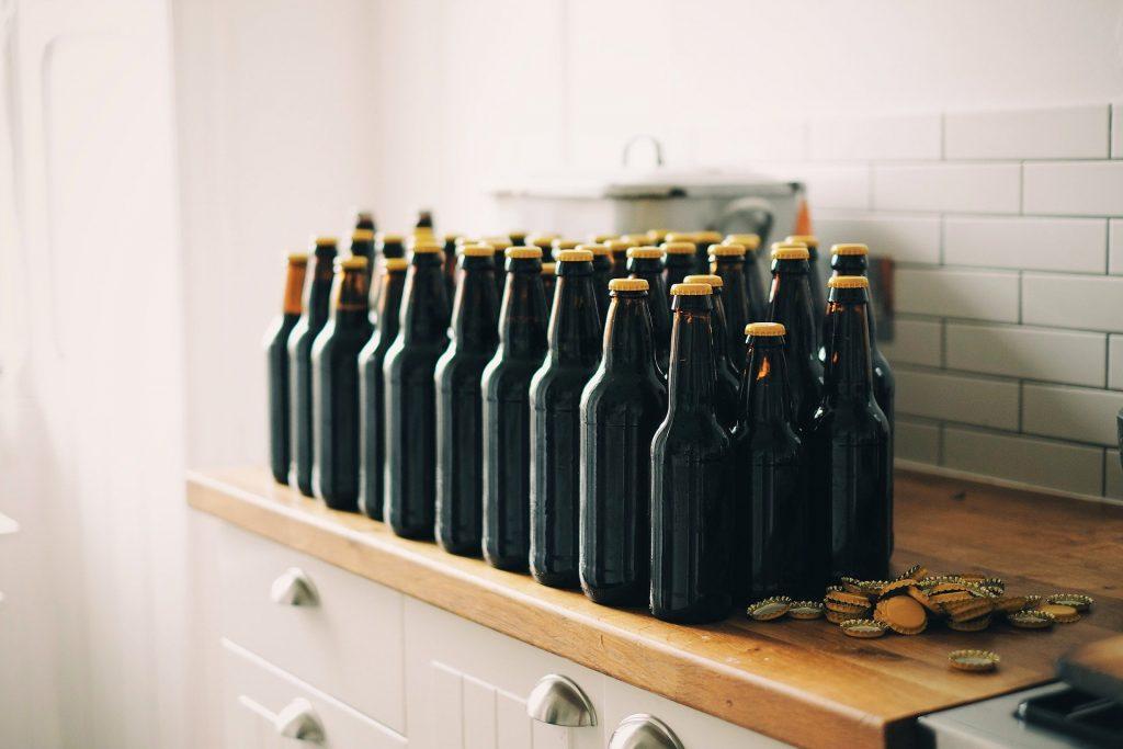 Cerveja de milho é vendida em garrafas
