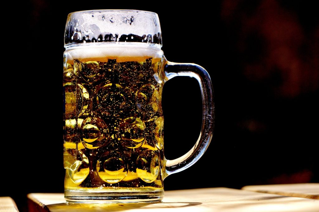 Cerveja Lager normalmente apresenta cor clara
