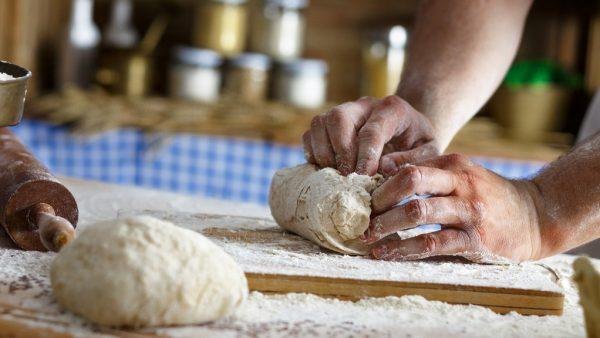 Como fazer pão? Saiba mais sobre esse alimento milenar
