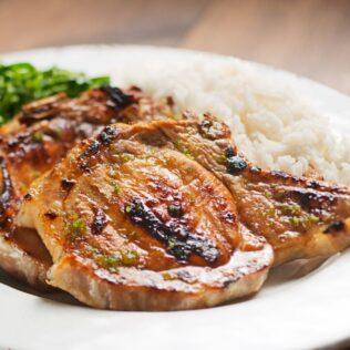 Bisteca é um corte de porco muito comum e apreciado na nossa culinária