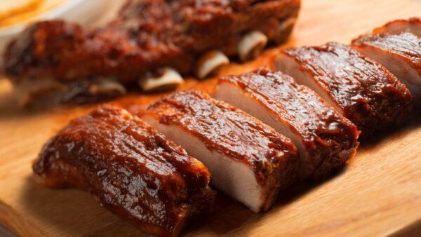 Costelinha é um corte com carne em cima e entre os ossos