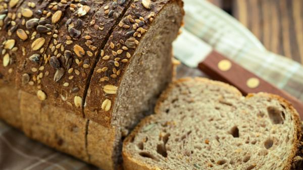 Pão integral é mais saudável que o pão feito com farinha refinada