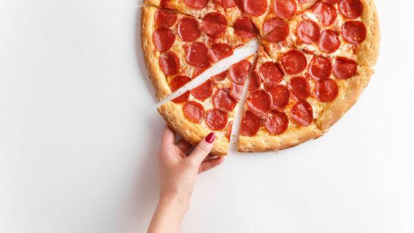 Pepperoni é um tipo de salame seco de sabor inconfundível