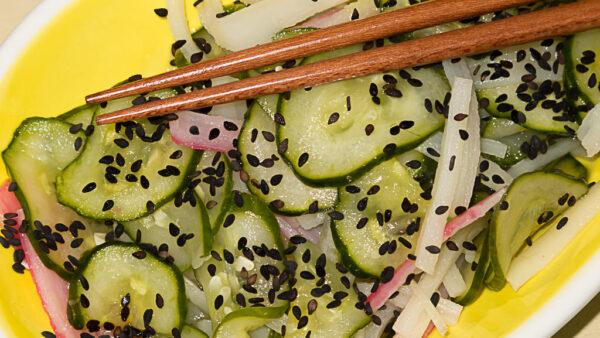 Sunomono é famosa salada japonesa de pepino agridoce