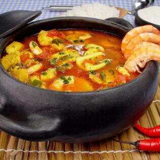 Caldeirada é prato que leva pescados ou frutos do mar no preparo