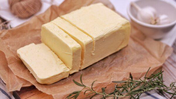Manteiga clarificada é pura e mais saudável para o dia a dia
