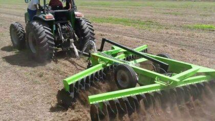 Niveladoras agrícolas possuem várias regulagens de altura e inclinação