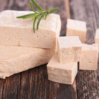 Tofu é um alimento que tem a soja como base para sua produção