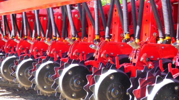 Semeadora é um tipo de maquinário utilizado no plantio